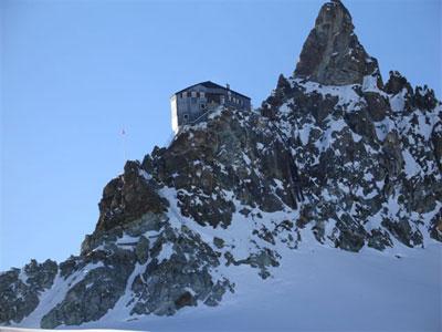 Cabane Bertol (3111 m)
